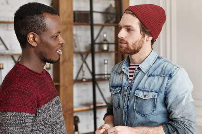 avantages de travailler entre amis