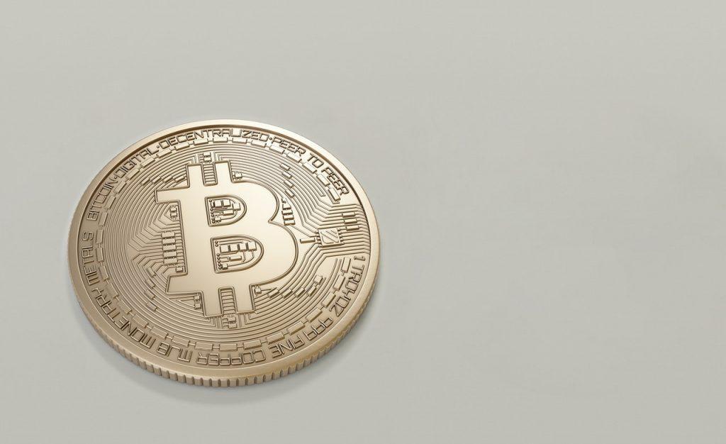 Un bitcoin sous forme de pièce de monnaie