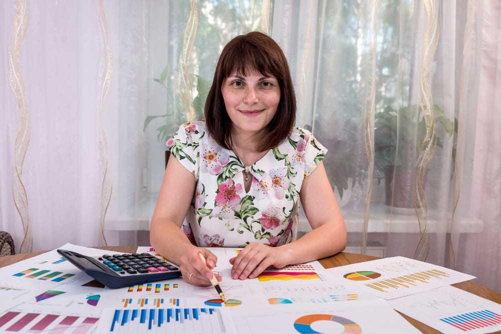 une femme expert comptable